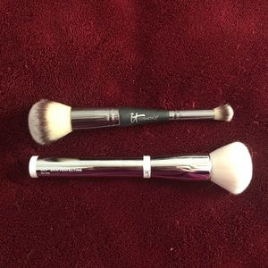 • IT Cosmetics Brushes! •